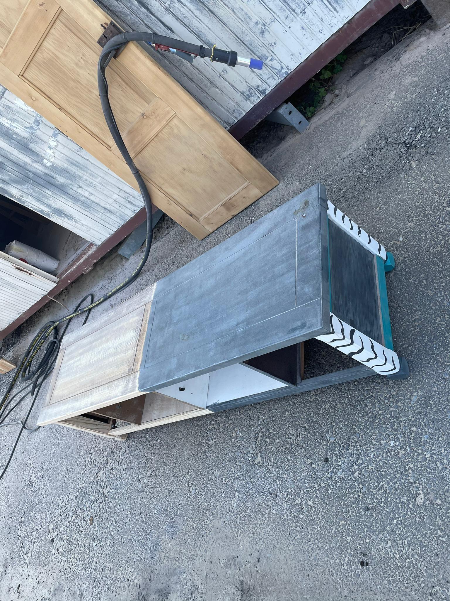 Micro-sablage d'un meuble en bois 1