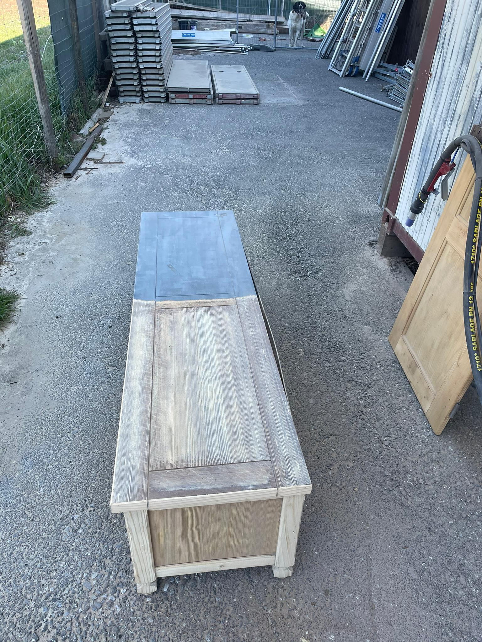 Micro-sablage d'un meuble en bois 3